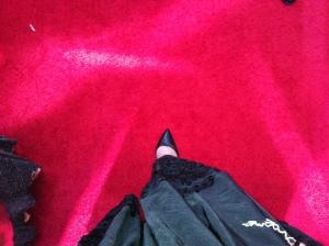 Punaisella matolla.©KU