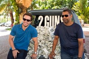 Mark Wahlberg ja Denzel Washington naurattavat rikosdraamassa 2 Guns.