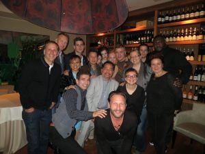 Draculan muut näyttelijät tapasin kollegoideni kanssa illalla Fausto's-italialaisravintolassa. Kuten kuvasta näkyy, meillä oli hauskaa!