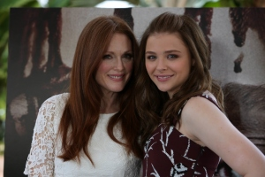 Julianne Moore ja Chloe Grace Moretz kauhistuttavat Carrie-kauhuelokuvassa.