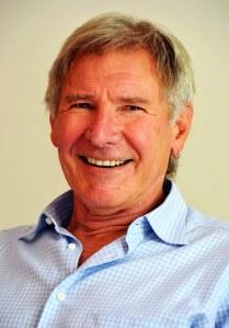 Kesä? Vai Los Angelesin ilmassa naurukaasua? Jäyhänä miehenä tunnettu Harrison Ford nauratti toimittajia tänään kuin stand up -koomikko konsanaan. Koskaan aiemmin en ole nähnyt miehen hymyilevän haastattelussa yhtä leveästi. Kuva puhukoon puolestaan. Konkari nähdään seuraavaksi Paranoia-trillerissä elokuun lopussa.