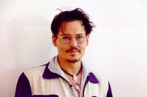 Johnny Depp pitää kihlattunsa, Amber Heard, kihlasormusta niin kauan kuin he saavat vietyä sen kultasepänliikkeeseen pienennettäväksi.