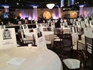 Tänään vain pahvinpalasia, mutta huomenna Beverly Hilton -hotellin International Ballroom on täynnä Golden Globe -gaalaan osallistuvia tähtiä.