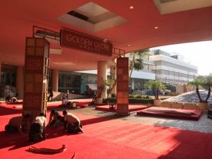 Golden Globe -gaala pidetään sunnuntaina Beverly Hilton -hotellissa. Punaisella matolla nähdään näyttelijöitä Julianne Mooresta Jennifer Anistoniin.