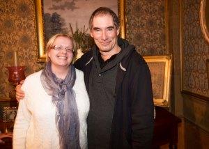 Sieltä matka jatkui Irlantiin, Dubliniin. Kävin katsomassa Penny Dreadful -sarjan kuvauksia. Entisen James Bondin, Timothy Daltonin kainalossa minua naurattaa se, että hän kertoi seurustelleensa kouluaikoina suomalaisnaisen kanssa. Viimeaikoina Suomi-kytköksiä on ollut joka puolella. Kuva: HFPA
