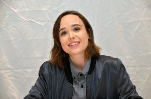 Ellen Page, toinen Freeheld-elokuvan päänäyttelijä, rakastuu tositapahtumiin pohjautuvassa tarinassa vanhempaan naiseen, joka salailee seksuaalista suuntautumistaan, kunnes kuulee olevansa vakavasti sairas.